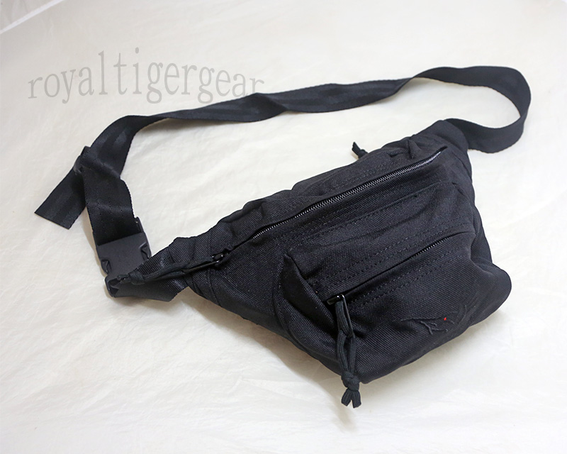FLYYE Low-pitched Waist Pack with logo - Black