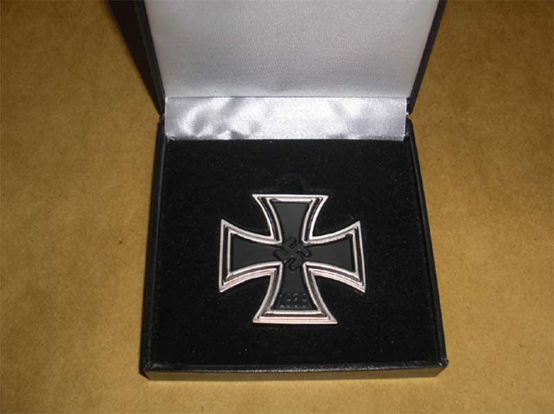 WW2 German 1st Class Iron Cross Metal Badge